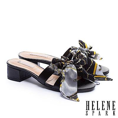 拖鞋 HELENE SPARK 義式優雅兩穿印花緞布羊皮粗低跟拖鞋-黑
