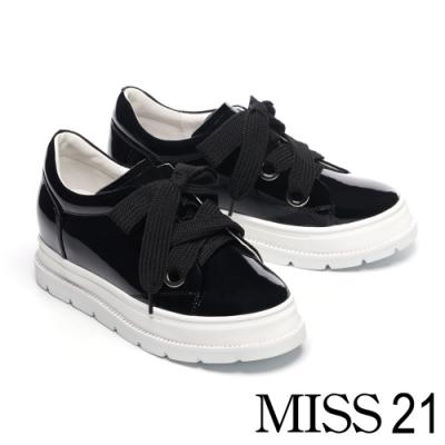休閒鞋 MISS 21 極簡純色可替式鞋帶設計全真皮厚底休閒鞋-黑
