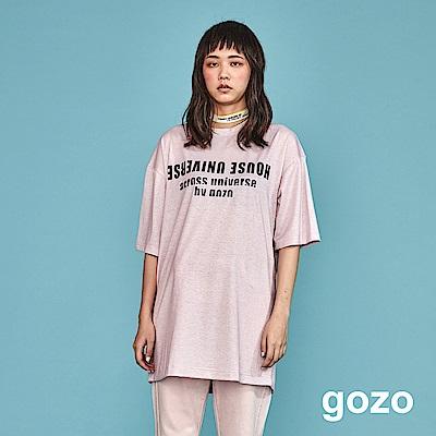 gozo 造型標語印花銀蔥混紡長版上衣(粉紅)
