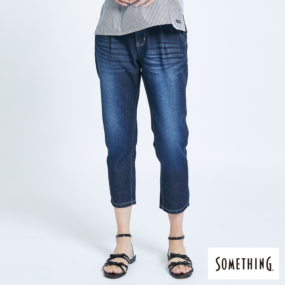 SOMETHING NEO FIT 打摺斜袋 七分AB牛仔褲-女-酵洗藍