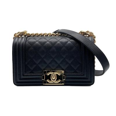 CHANEL Boy Chanel 粒紋皮革淡金鍊斜背包-20cm(黑)