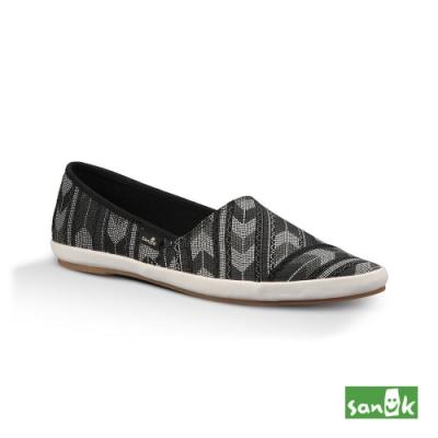 SANUK 女款 US7 箭頭紋尖頭休閒鞋(黑色)
