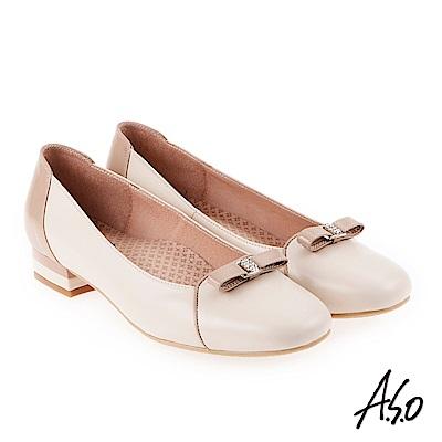 A.S.O 雅緻魅力 職場通勤立體蝴蝶釦飾低跟包鞋 卡其