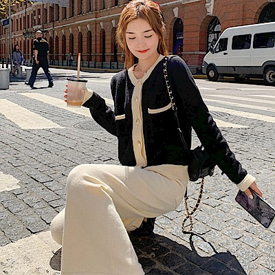 La Belleza輕熟氣質圓領配色滾邊金釦排釦雙口袋針織毛線外套