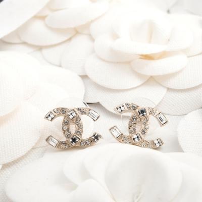 CHANEL 新款雙C LOGO方形水鑽鑲圓鑽造型穿式耳環 (金色)