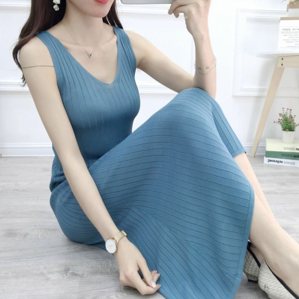 La Belleza雙V領坑條素色薄針織背心裙 product image 1