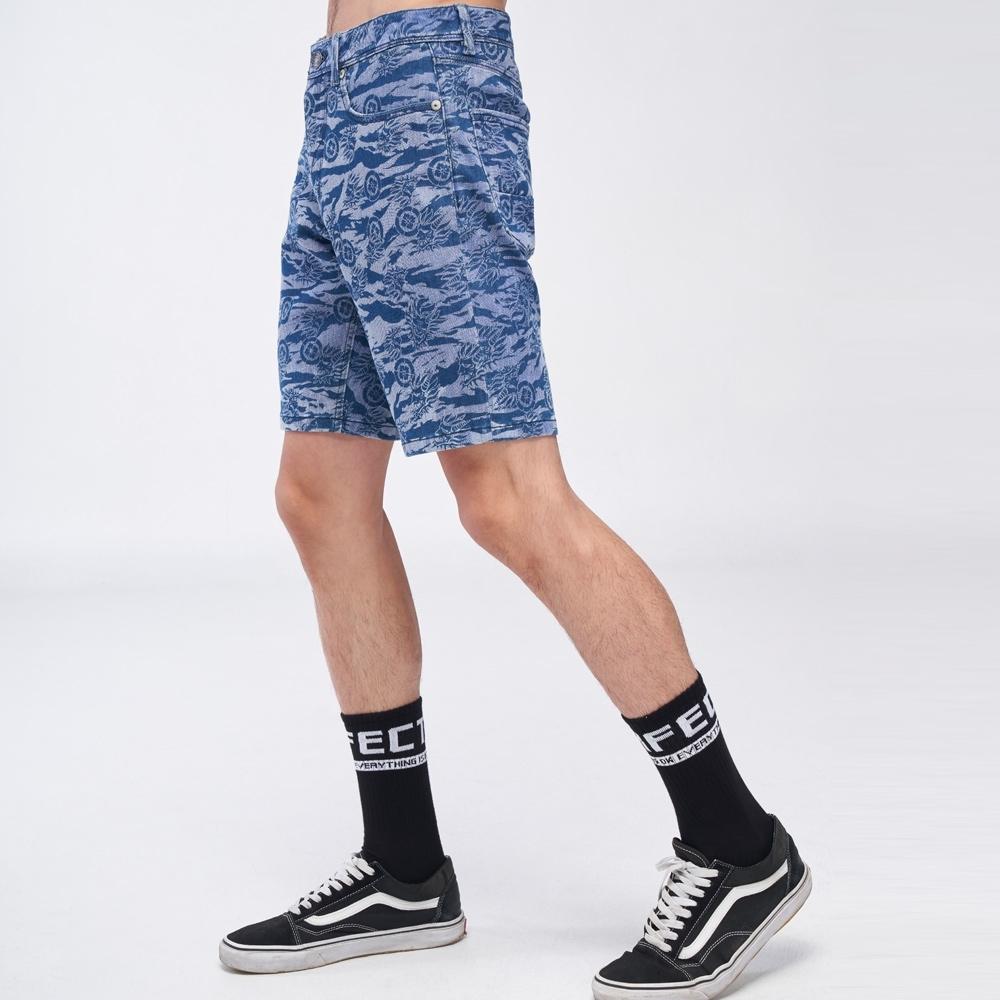鬼洗 BLUE WAY- 滿版鬼洗虎紋運動丹寧短褲(淺藍)