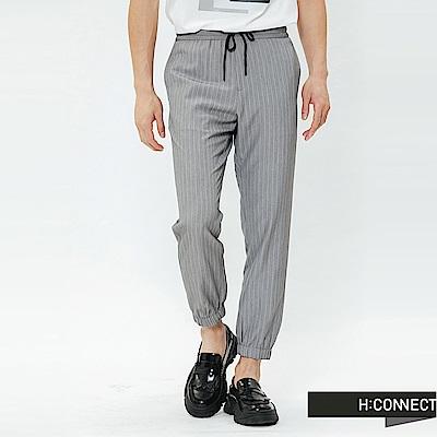 H:CONNECT 韓國品牌 男裝-直條休閒綁帶束口褲-灰