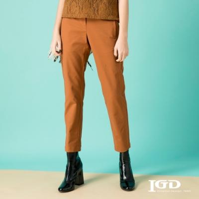 【IGD 英格麗】棉質修身剪接錐形休閒褲-咖啡