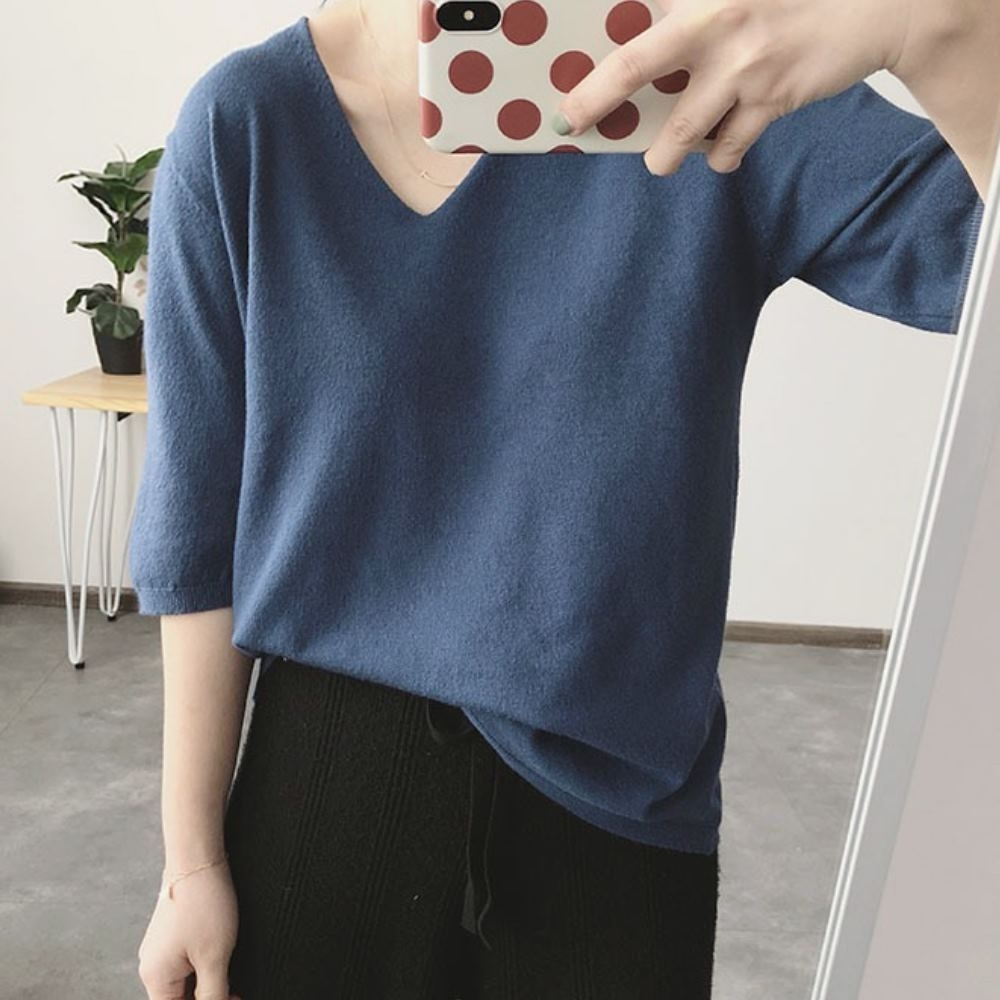 La Belleza簡約氣質V領素色包心紗五分袖針織上衣
