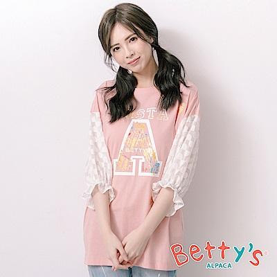 betty's貝蒂思 字母印花拼接透膚袖上衣(淺粉)
