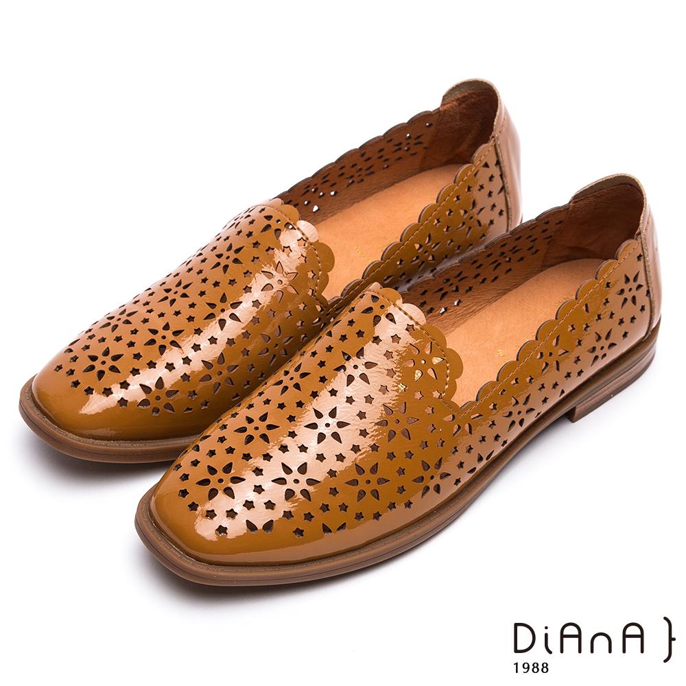 DIANA 俏麗甜漾--雷射簍空雕花平底鞋–棕