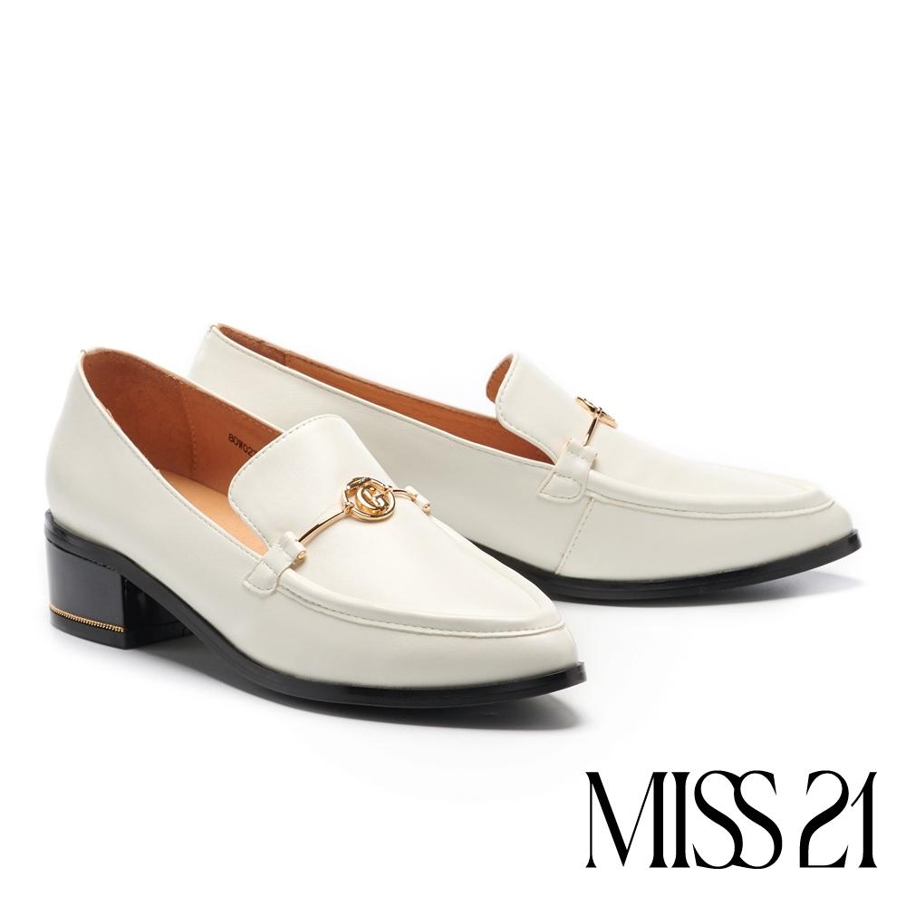 高跟鞋 MISS 21 經典俐落金屬釦造型尖頭樂福粗高跟鞋-米白