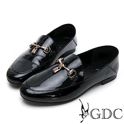 GDC-漆皮氣質素色圓頭金釦兩穿式可踩腳樂福平底鞋-黑色