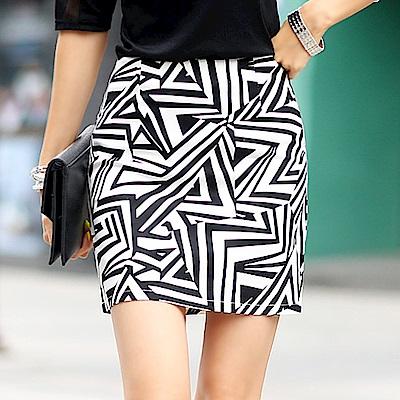 正韓 不規則三角印花短窄裙 (白色)-N.C21