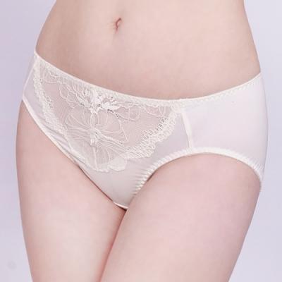 思薇爾 半熟美人系列M-XXL蕾絲中腰三角內褲(珍珠米)