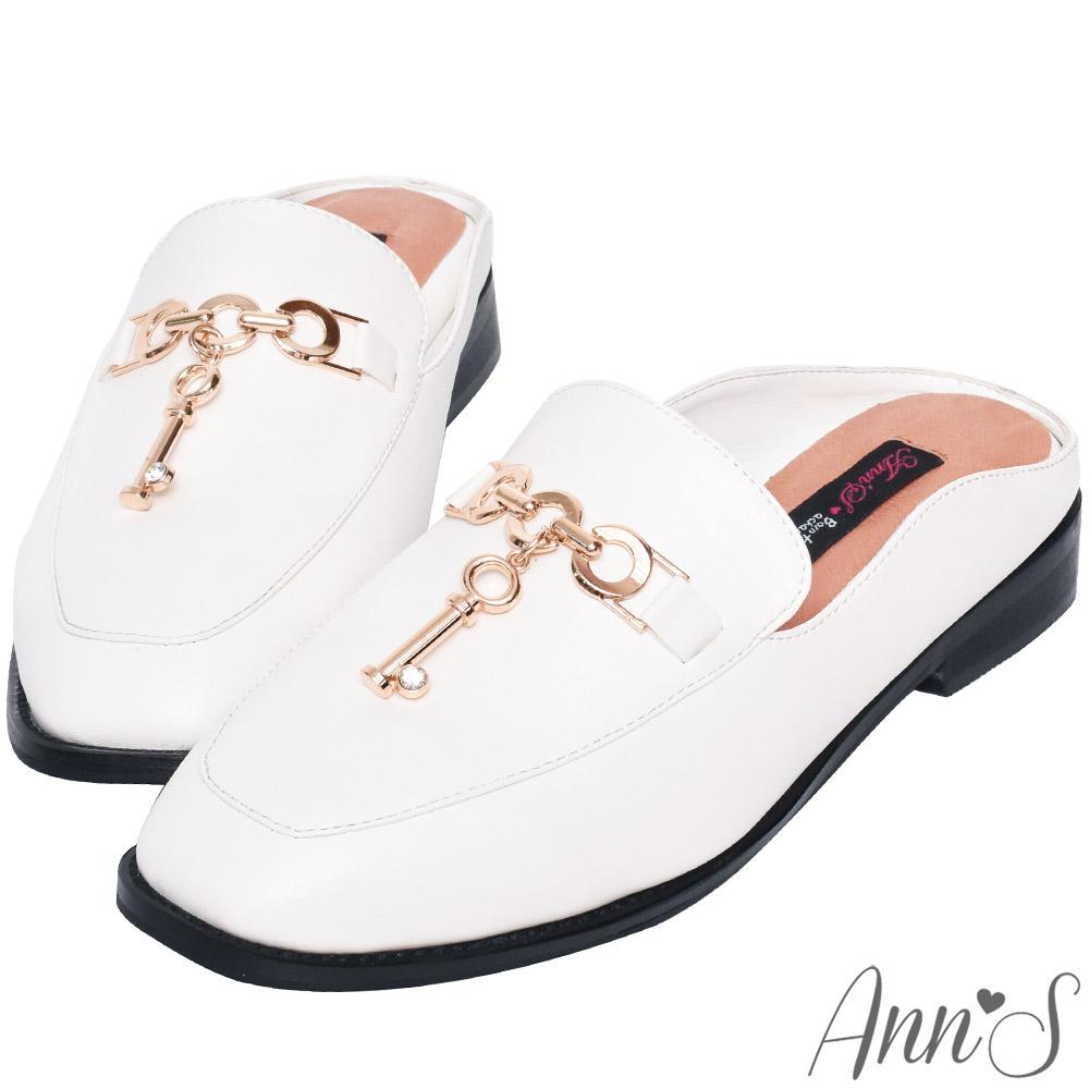 Ann'S時髦捷徑-金鍊鑰匙穆勒鞋-白