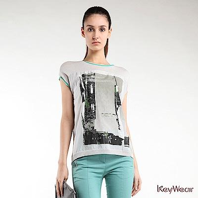 KeyWear奇威名品     時尚印花絲棉拼布短袖針織上衣-淺灰色