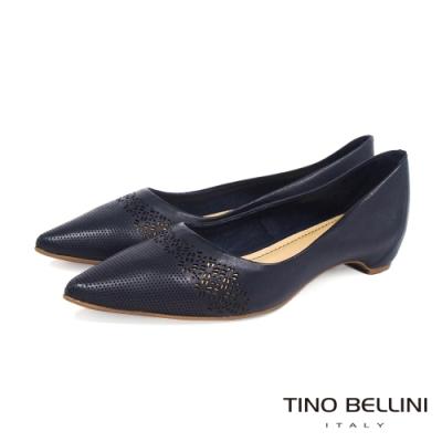 Tino Bellini巴西進口典雅精緻雕花後包跟平底鞋_藍