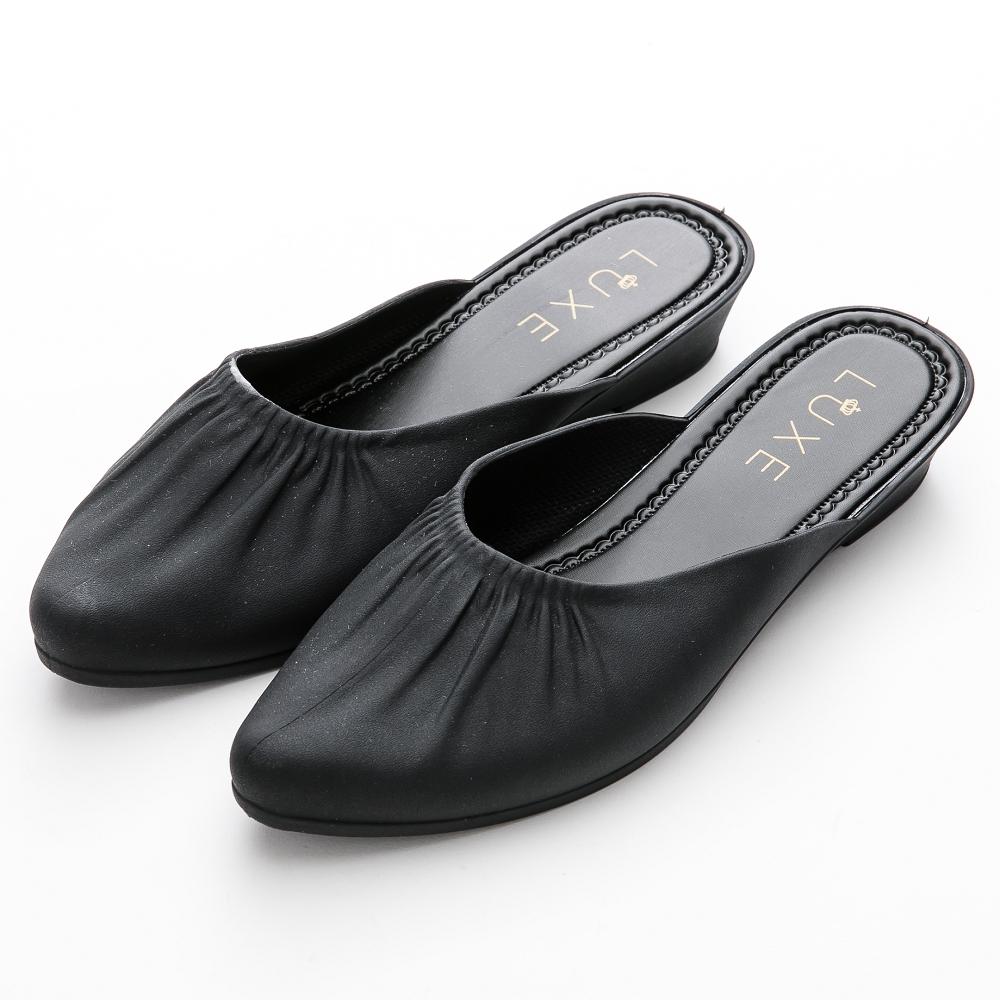 River&Moon穆勒 簡約微抓皺素面尖頭防水穆勒楔型鞋 黑