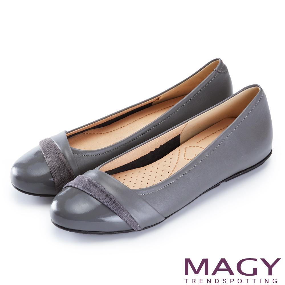 MAGY 甜美混搭新風貌 金蔥布面點綴牛皮娃娃鞋-灰色