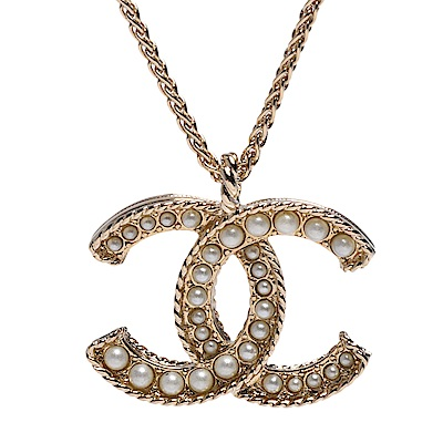 CHANEL 經典珍珠鑲嵌雙C LOGO框邊造型項鍊(金)