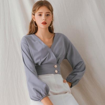 AIR SPACE LADY 交疊v領雙釦雪紡短版上衣(藍灰)