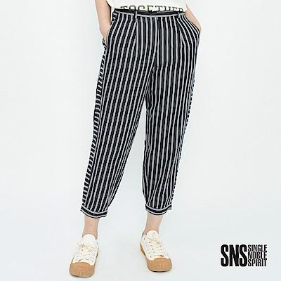 SNS 英倫率性條紋拼接八分哈倫褲(1色)