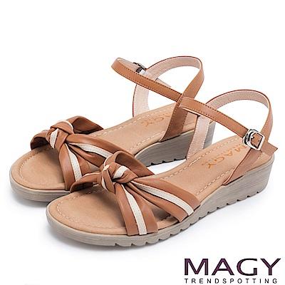 MAGY 夏日甜心 扭結交叉雙色牛皮楔型涼鞋-棕色