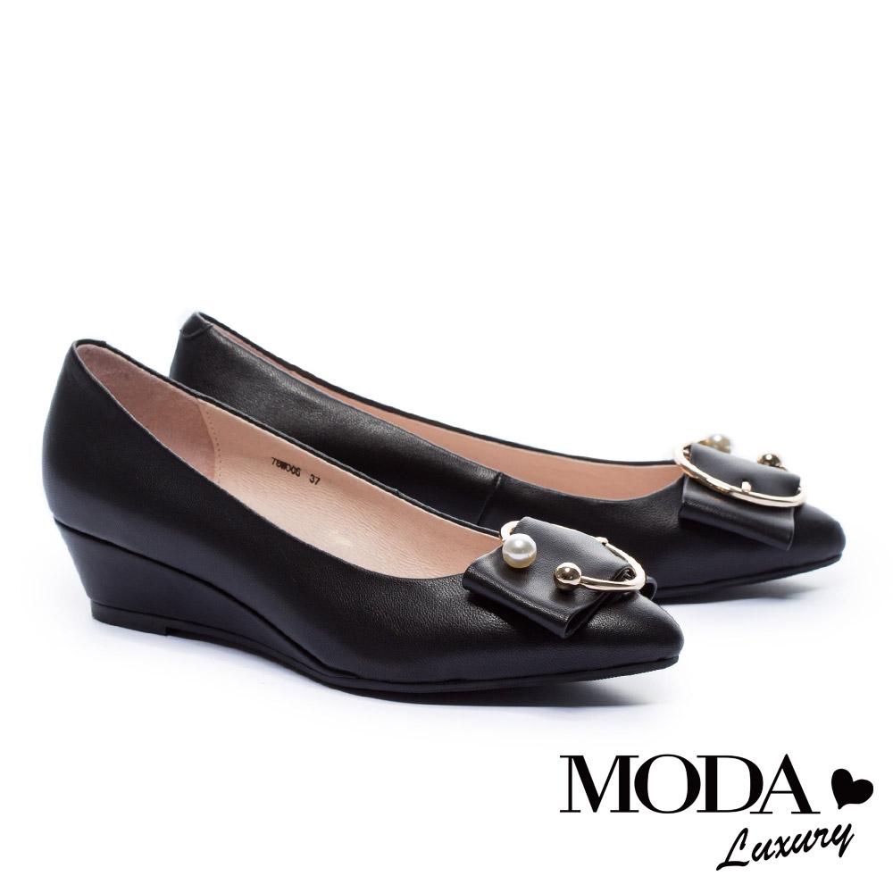 低跟鞋 MODA Luxury 優雅C型珍珠飾釦羊皮楔型低跟鞋-黑 @ Y!購物