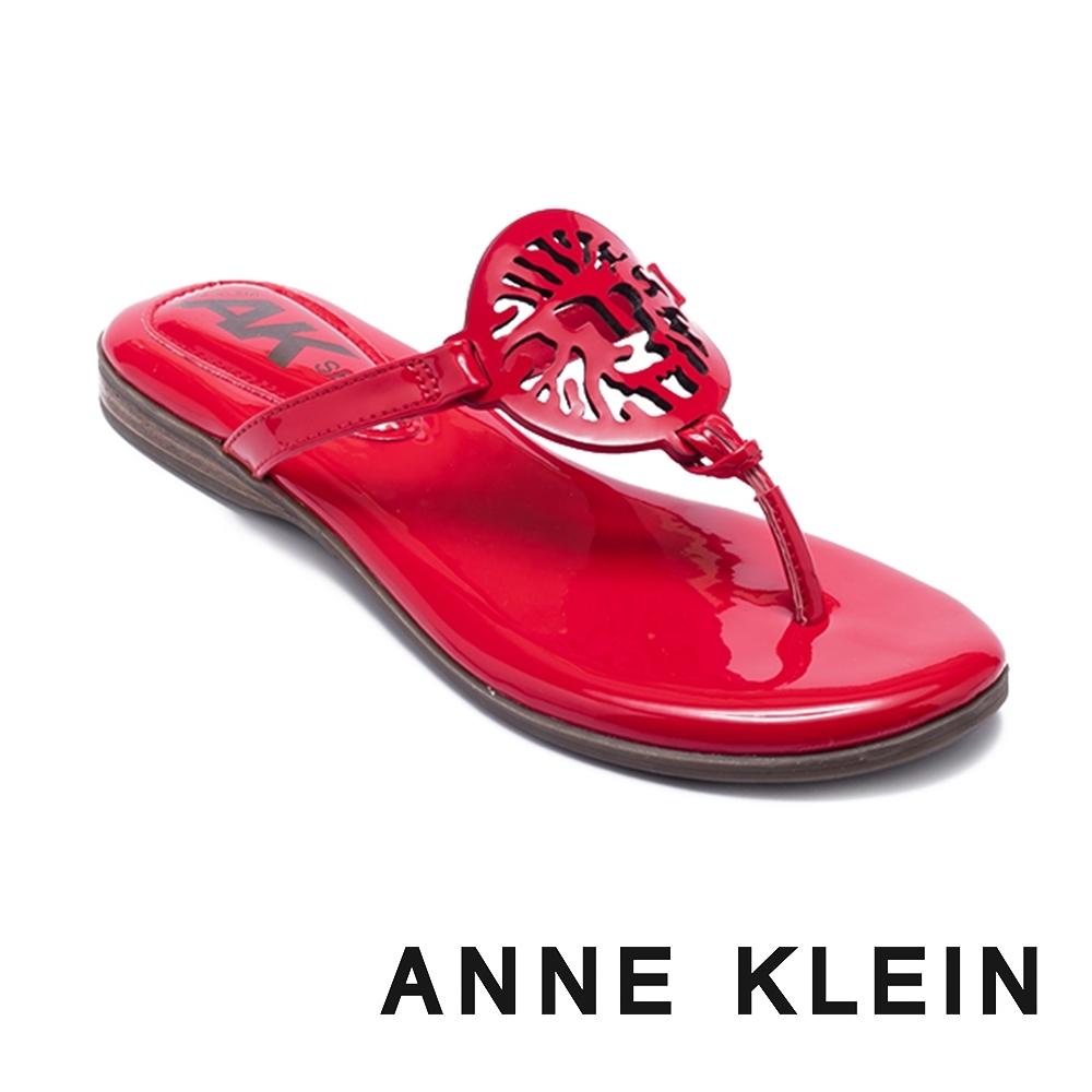 ANNE KLEIN-ALLTHEWAY 經典品牌圖飾 清涼顯瘦夾腳拖鞋-鏡紅