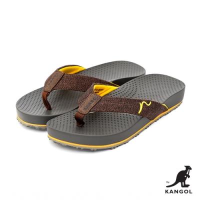 【KANGOL】英式休閒-壓紋夾腳拖鞋-咖啡