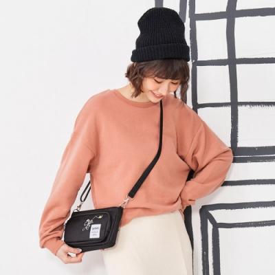 【OUTDOOR】SNOOPY聯名款Lady系列橫式側背包-黑色 ODP20C04BK