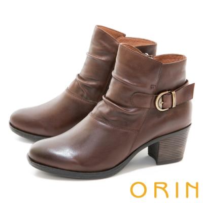ORIN 率性皮帶釦環皺褶真皮粗跟 女 短靴 咖啡
