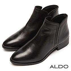ALDO 原色真皮靴面深V字切口筒圍粗跟短靴~尊爵黑色