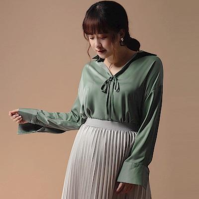 AIR SPACE LADY 中大尺碼 V領緞面襯衫(附細腰帶)(綠)