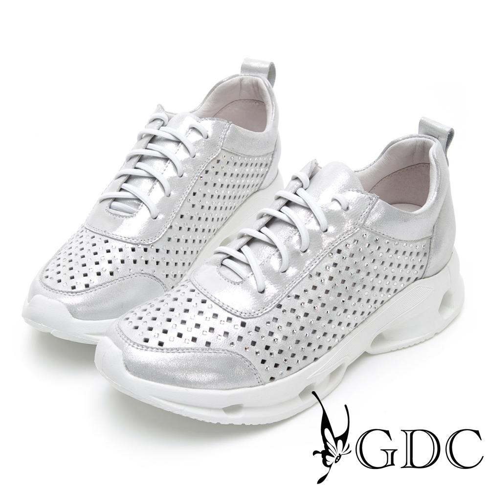GDC-真皮運動風未來感亮面沖孔舒適休閒鞋-銀色
