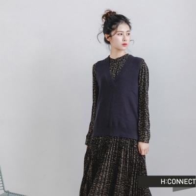 H:CONNECT 韓國品牌 女裝 -滿版碎花背心百摺洋裝-黑色