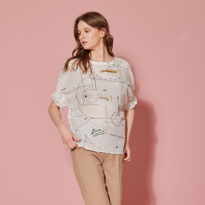 ICHE 衣哲 時尚印花抽皺五分袖微透膚造型上衣-珍珠白