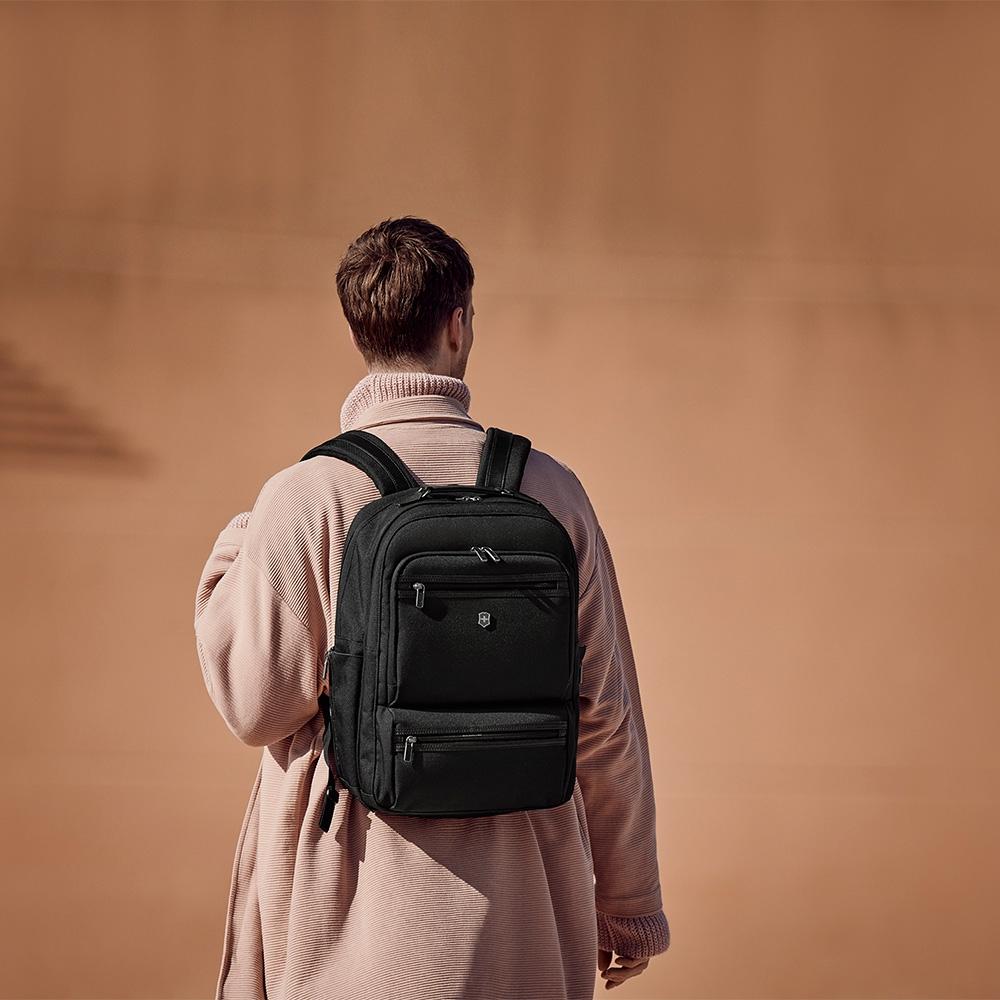 VICTORINOX 瑞士維氏17吋雙層電腦後背包 Deluxe Backpack 611475