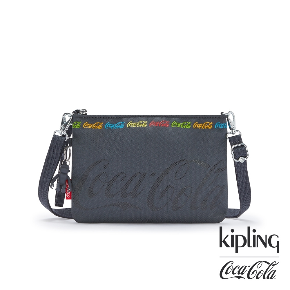 Kipling   Coca-Cola 聯名款創意LOGO印花輕巧肩背包-RAINA