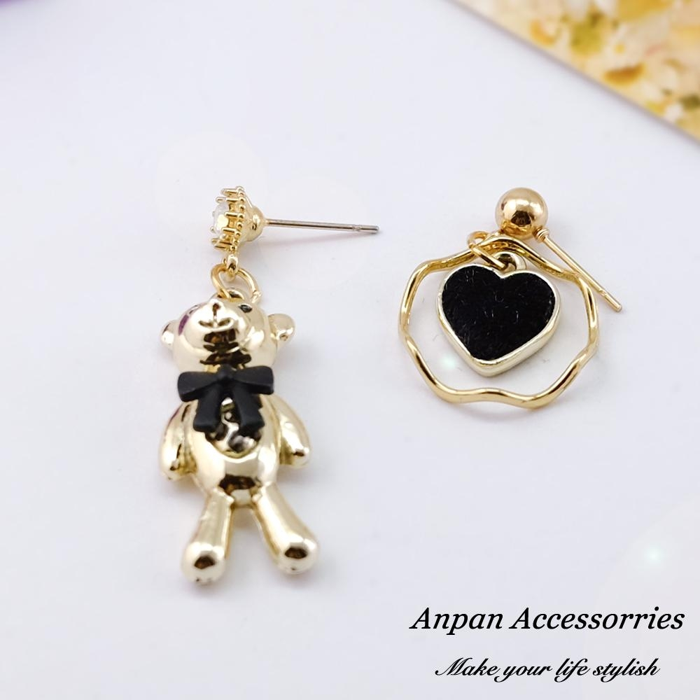 【ANPAN愛扮】韓東大門甜美可愛愛心金屬小熊不對稱耳針式耳環