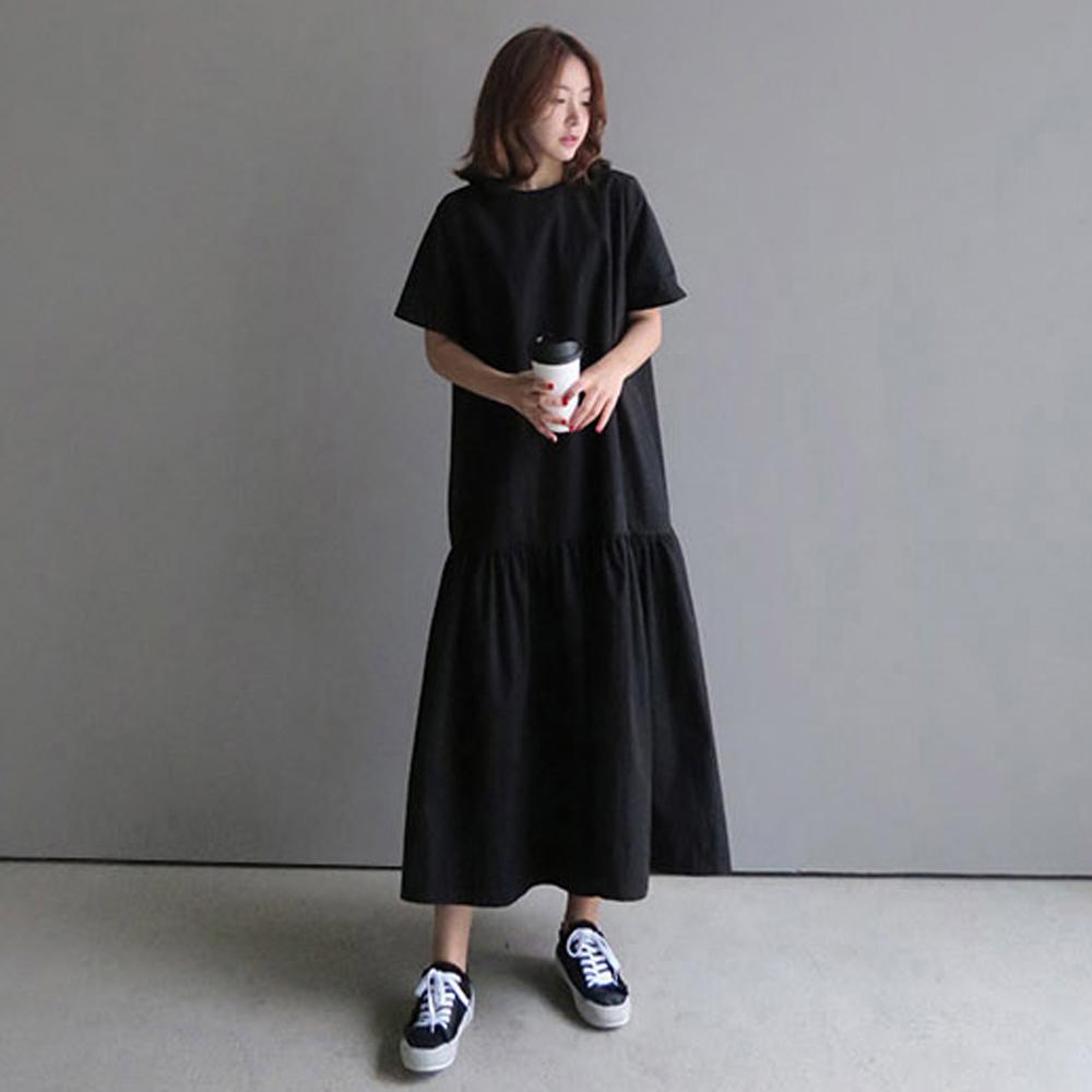 MOCO素色圓領大荷葉邊魚尾裙擺長版洋裝