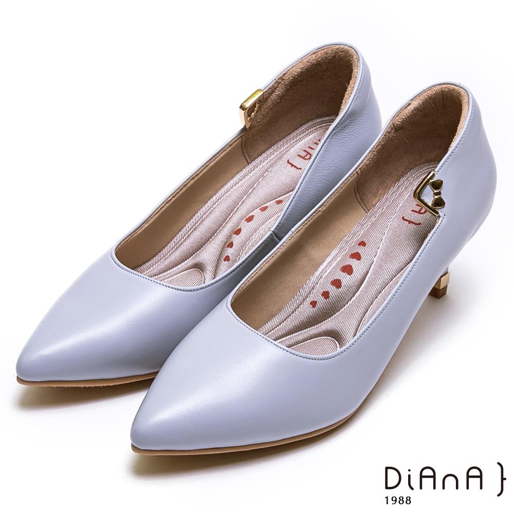 DIANA金釦蝴蝶結細緻羊皮尖頭跟鞋-漫步雲端厚切輕盈美人-灰