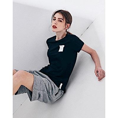 NAVY-胸口文字框短T-情侶款(兩色)-女【TNC025】