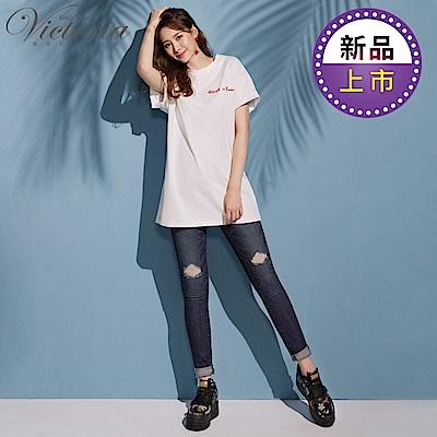 Victoria 低腰特彈個性刺繡窄管褲-女-深藍