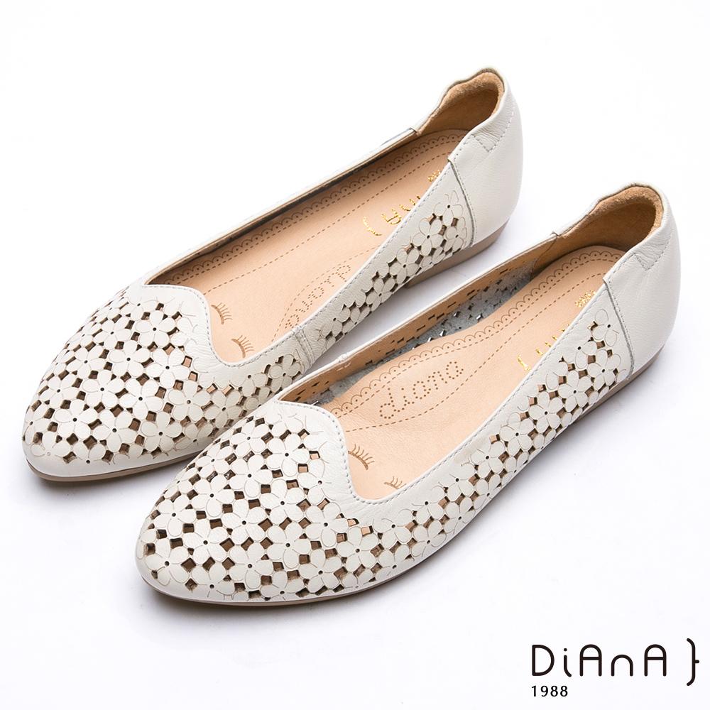 DIANA氣質花朵鏤空休閒娃娃鞋-樂活甜美-白