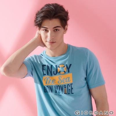 GIORDANO 男裝SUN AND SEA系列印花短袖T恤-12 淺藍