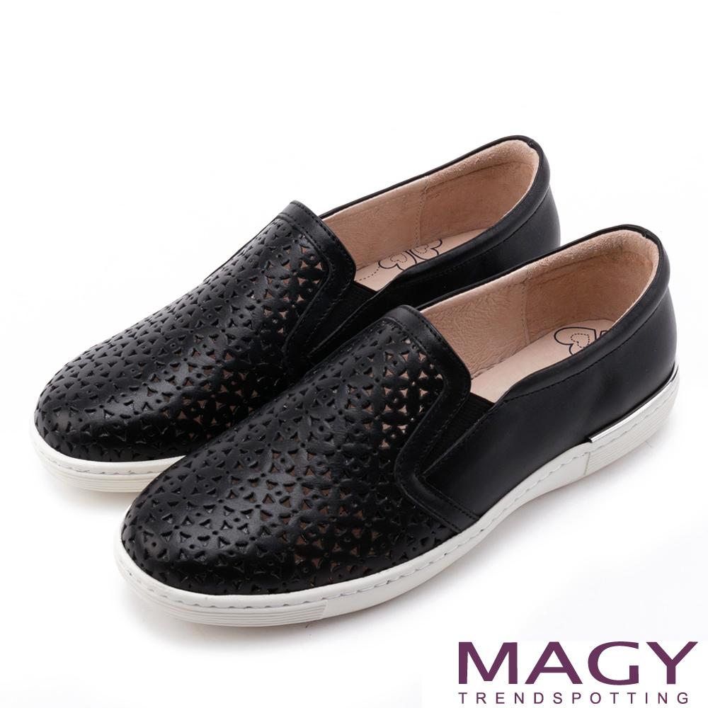 MAGY 素面造型洞洞真皮平底 女 休閒鞋 黑色