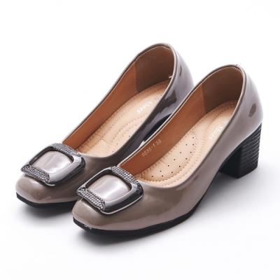 A one  漆皮小方頭方框鑽飾粗跟 中跟鞋-可可灰